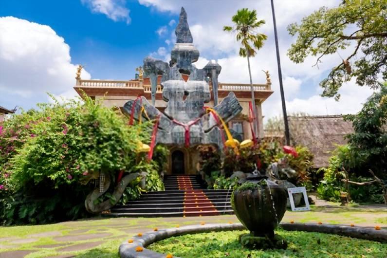 Museum Antonio Blanco - 25 Tempat Wisata Instagramable di Ubud Bali Super Cantik