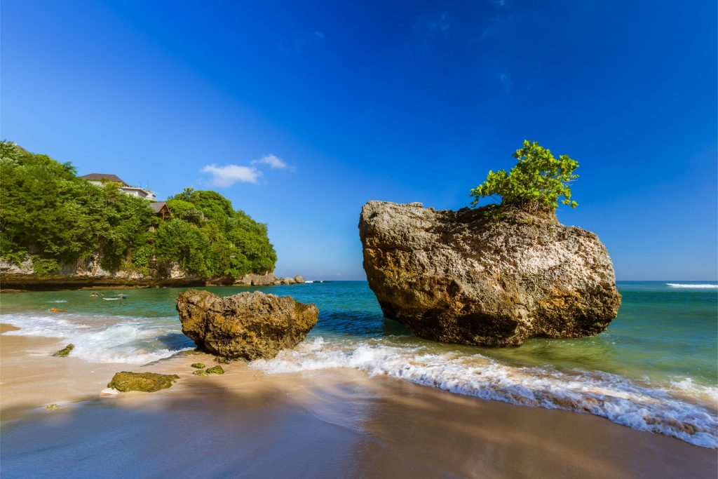 Pantai Padang Padang 1024x683 - 9 Lokasi Wisata Bali yang Sering Dikunjungi Artis Lokal ataupun Mancanegara
