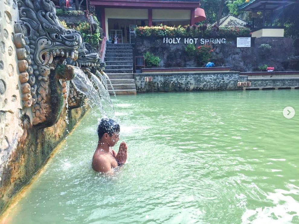 Pemandian air panas Banjar jodyriiv - 5 Pemandian Air Panas di Bali Dengan Suasana Alami