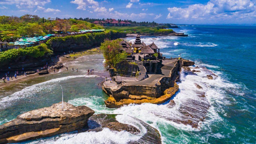 Pura tanah lot 1024x575 - 9 Lokasi Wisata Bali yang Sering Dikunjungi Artis Lokal ataupun Mancanegara