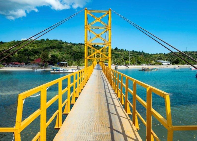 Yellow Bridge Nusa Lembongan bali instagramable - Wisata Bali Instagramable, 10 Rekomendasi Yang Mempesona