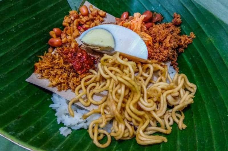 nasi jinggo - 10 Makanan Khas Bali yang Mendunia dan Terkenal | Kuliner Bali Lezat