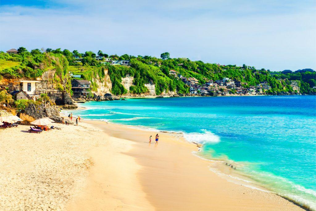 pantai dreamland 1024x683 - 9 Lokasi Wisata Bali yang Sering Dikunjungi Artis Lokal ataupun Mancanegara