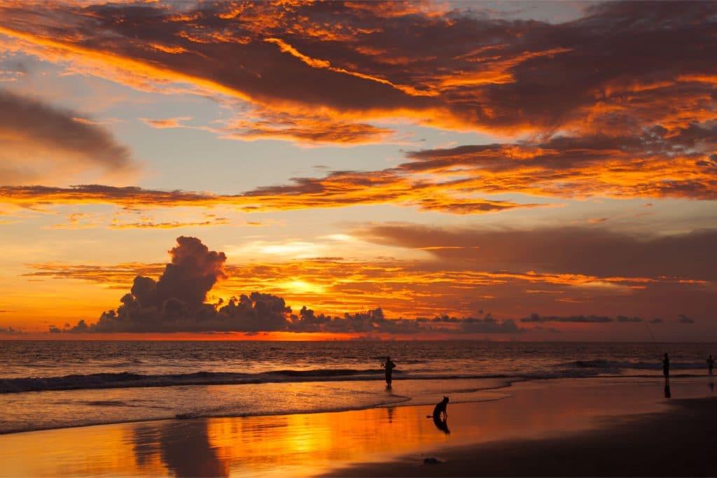 pantai kuta 1024x683 - Rekomendasi 8 Tempat Wisata Bali Dekat Bandara Ngurah Rai, Hemat Waktu dan Biaya