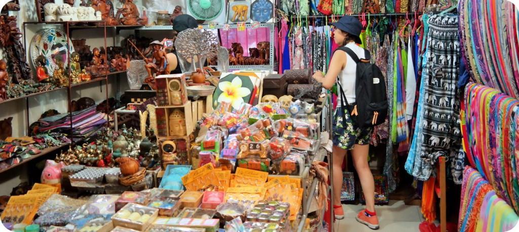 pasar seni ubud 1 - Mau Liburan Hemat ke Bali? Baca Tipsnya di Sini!