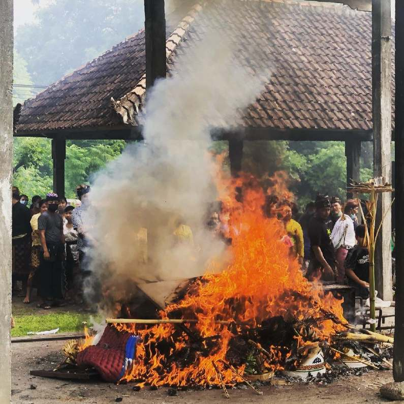 pembakaran mayat ngaben bali - Blog