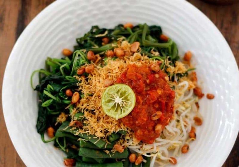 serombotan 1 - 10 Makanan Khas Bali yang Mendunia dan Terkenal | Kuliner Bali Lezat
